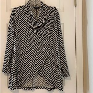 The Limited Houndstooth cape sweater in size small